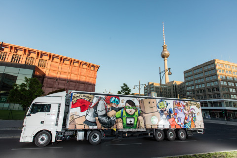 The Dixons interpret #PrimeLiving in Berlin to help celebrate Prime Day. Prime members can go to amazon.de/primeliving to share their own #PrimeLiving moments. (Photo: Business Wire)