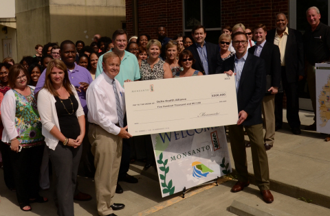 Mike Frank (right, holding check), Monsanto Vice President, Global Commercial, presents a $500,000 grant from Monsanto to Bill Kennedy (left, holding check), Chairman of the Delta Health Alliance Board of Directors, on July 6, 2015 in Stoneville, Miss. The grant will help Delta Health Alliance carry out a comprehensive food security and nutrition program in Washington and Bolivar counties, Miss. (Photo: Business Wire)
