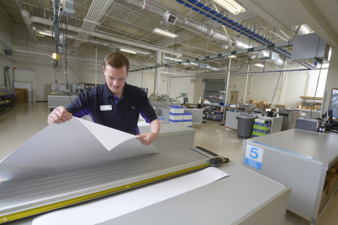 FedEx Office®, a world-class commercial print provider, has created a faster, cost-effective and streamlined way to deliver professional print services using EFI's industry-leading productivity software. (Photo: Business Wire)