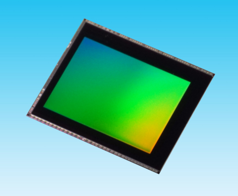 """Toshiba: 16 megapixel CMOS image sensor """"T4KC3"""" for smartphones and tablets. (Photo: Business Wire)"""