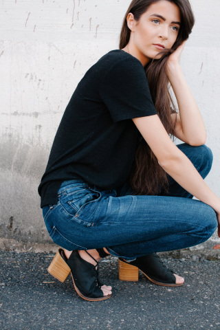 Jeans made with lastingFIT technology by LYCRA® brand provide a stylish and comfortable option for t ...