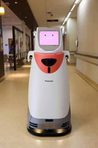 自律搬送ロボット、HOSPIは20キロまでの医薬品や各種検体、書類を自動搬送します。 (写真:ビジネスワイヤ)