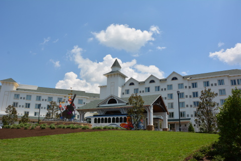 Dollywood's DreamMore Resort guests are greeted by a spectacular arrival experience at the 300-room property in Pigeon Forge, Tennessee. The resort is the first for Dolly Parton and The Dollywood Company. (Photo: Business Wire)