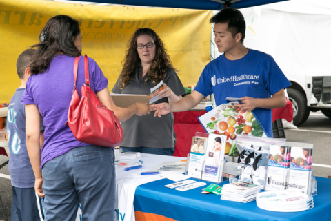 UnitedHealthcare representatives talk about food insecurity, which is due to poor access to healthy food across the state, while also providing nutrition education at the farmers market in Everett, Washington. (Photo: Kim Doyel)