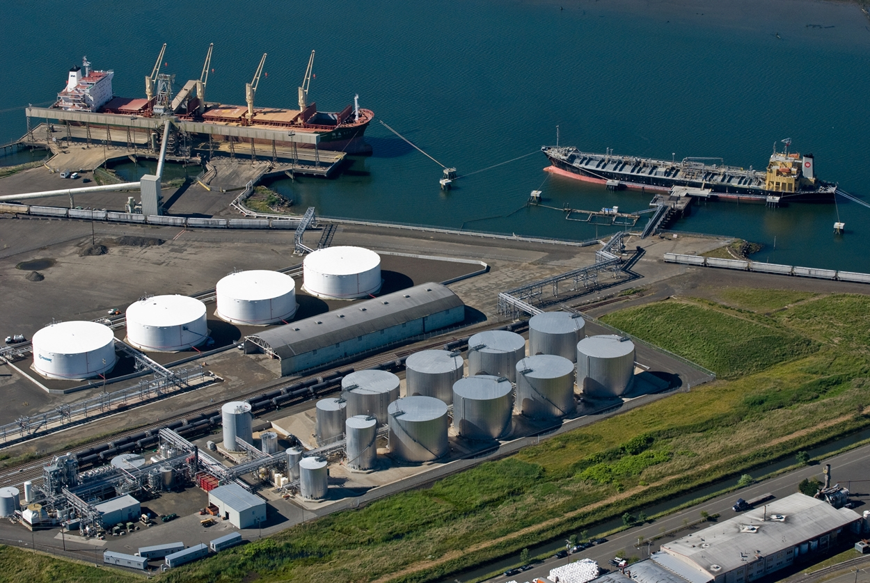 Renewable Energy Group is acquiring the 100-million gallon nameplate Imperium biodiesel refinery (center) and terminal operations at the Port of Grays Harbor near Hoquiam, Washington. (Photo: Business Wire)