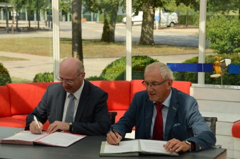 Jean-Marie Spaus, Managing Director of POST Telecom (left) and Gerhard Bethscheider, Managing Direct ...