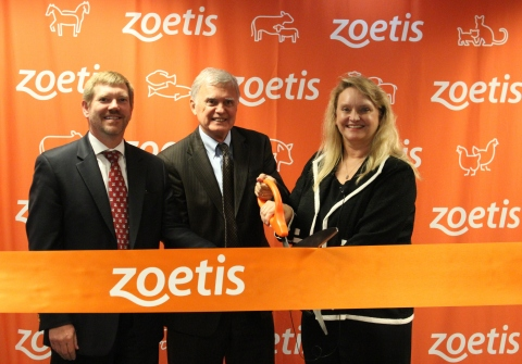 From left, Jon Lowe, vice president, Zoetis U.S. Cattle and Equine business; Mayor Chris Beutler, Lincoln, Nebraska; and Betty Mason, Zoetis site leader, Lincoln, Nebraska cut a ribbon to mark the completion of the 19,000 square foot, three-story expansion to the Zoetis Global Manufacturing and Supply facility in Lincoln, Nebraska. (Photo: Business Wire)