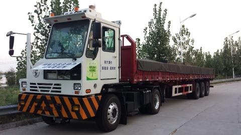 EDI's PHEV Port Truck built for Shaanxi Automotive and the Port of Shanghai (Photo: Business Wire)