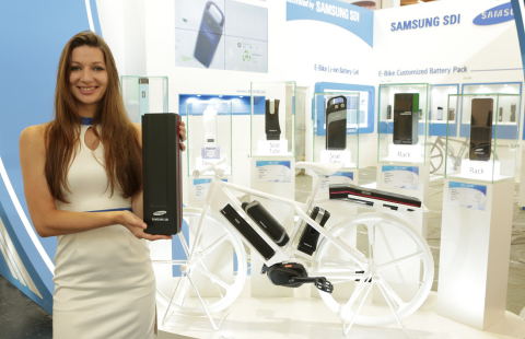Samsung SDI(KRX:006400) unveiled an e-bike battery pack that can run for 100 km with a single battery charge at the Eurobike 2015. (Photo: Business Wire)