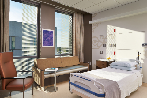The $1.1 billion University Medical Center New Orleans is designed to create a healing environment and patient-centered experience. Patient rooms feature large windows, ample space for visitors and wall patterns that evoke New Orleans ironwork. The grounds feature vibrant landscaping, a reflecting pool and numerous seating areas, offering visitors peaceful surroundings. (Photo credit: NBBJ/Benjamin Benschneider)