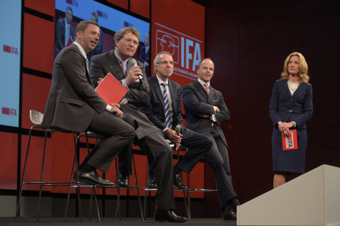From left to right: Jens Heithecker; IFA Executive Director, Dr. Reinhard Zinkann, Chairman Household Appliances Divisions ZVEI, Hans-Joachim Kamp, Chairman of the Supervisory Board of gfu, Dr. Christian Göke, CEO of Messe Berlin, and Melinda Crane (moderator) (Photo: Business Wire)