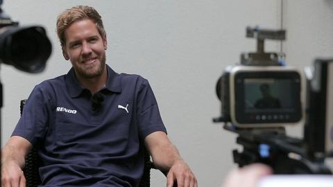 Tirendo-Markenbotschafter Sebastian Vettel beim Dreh des Interviews (Photo: Business Wire)