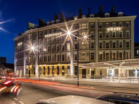 The signing of the Great Northern Hotel – a historic King's Cross London landmark – is a significant step in the global roll-out of Tribute Portfolio and reflects the growing global trend for independent, yet dependable high-end travel experiences. (foto: Business Wire)