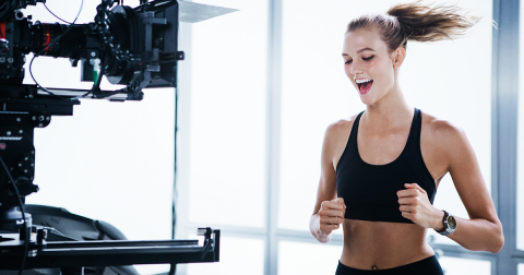 Behind the scenes of Mario Testino's Huawei Watch photography shoot with Karlie Kloss (Photo: Business Wire)