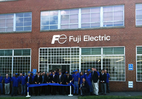 Mayor David Bowers joins Fuji Electric Co.,Ltd. President and Chairman Michihiro Kitazawa and Fuji Electric Corp. of America President and CEO Philip Charatz at the ribbon cutting ceremony for the company's new 37,000 sq. ft. facility in Roanoke, VA. (Photo: Business Wire)