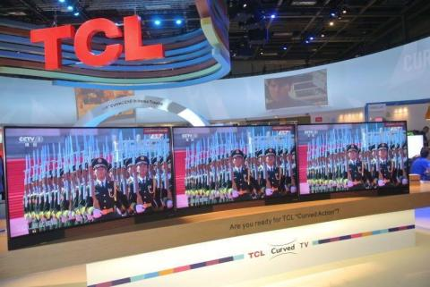 China's military parade demonstrated by TCL's curved TV H8800 (Photo: Business Wire)