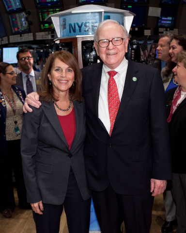Cathy Baron Tamraz, chairwoman/CEO, Business Wire and Warren Buffett, chairman/CEO, Berkshire Hathaway (Photo: Business Wire)