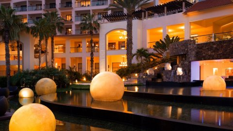 Hyatt Ziva Los Cabos offers guests of all ages a breadth of activities, dining experiences or relaxation they seek from an all inclusive getaway. (Photo: Business Wire)