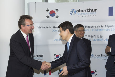 Didier Lamouche, CEO of OT and Hwang Kyo-ahn, Prime Minister of the Republic of Korea (Photo: Busine ...