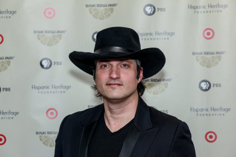 Innovative filmmaker Robert Rodriguez accepted the Vision Award, sponsored by The Hershey Company, during the 28th Annual Hispanic Heritage Awards. (Photo: Business Wire)