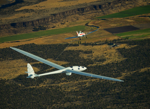 Perlan 2 separates from towplane during first flight (Photo: Business Wire)