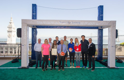Team Visa athletes Carli Lloyd, Ashton Eaton, Emanuel Rego, Sally Pearson, Brianne Theisen-Eaton, and English Gardner join San Francisco Mayor Ed Lee and Visa executives Sam Shrauger, Chris Curtin, Ricardo Fort, and Jim McCarthy to celebrate Team Visa Summit in San Francisco, California on September 23, 2015. (Photo: Business Wire)
