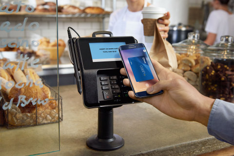 Consumers and small businesses with U.S. Bank Visa® credit and debit cards may now load their cards onto eligible Samsung mobile devices and pay using Samsung Pay. (Photo: Business Wire)