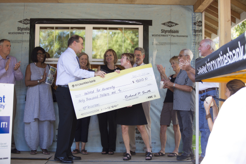 In celebration of the bank's 40th anniversary, Rick Smith, President & CEO of Tri Counties Bank, presents $40,000 check to Nicole Bateman, Executive Director of Habitat for Humanity of Butte County, California surrounded by Board Members of both institutions. (Photo: Business Wire)