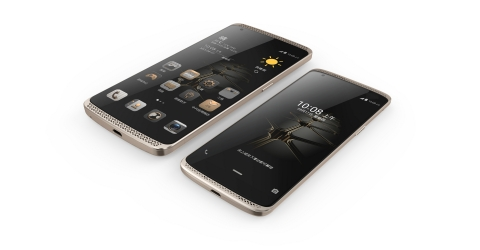ZTE AXON and the newly launched AXON mini (Photo: Business Wire)