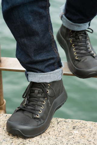 The first work boot from SoftScience - the Terrain Ultra Lyte. Weighing just 1.6 lbs, this boot offe ...
