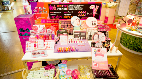 At Skin Garden,Korean cosmetics concept store in Shinjuku, Japanese customer demand for 'Berrisom Lip Tint Pack' surged after it was introduced in Japanese TV show. (Photo: Business Wire)