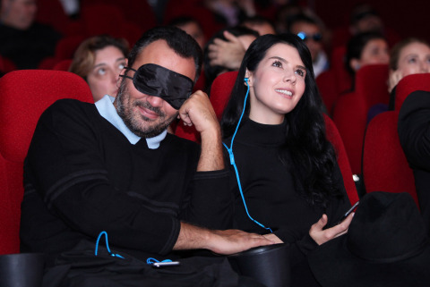 """Ali Sunal and Hatice Sendil, the lead actors of the movie """"Kiss of Life"""" - a BKM production, joined the gala where Turkcell launched world's first audio description on a mobile app. (Photo: Business Wire)"""