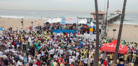 Over 12,000 participants gathered in Manhattan Beach, California for the SKECHERS Pier to Pier Friendship Walk. (Photo: Business Wire)