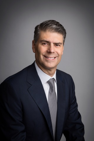 José Almeida will become Chairman and Chief Executive Officer (CEO) of Baxter International Inc. effective January 1, 2016 (Photo: Business Wire)