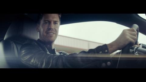 Sebastian Vettel al volante durante la sua guida spettacolare (Photo: Business Wire)
