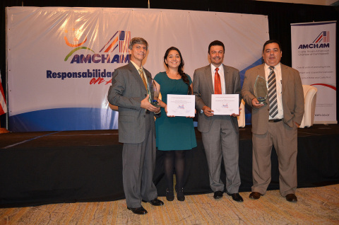 """Representatives of Standard Fruit Company of Costa Rica S.A. receive the prestigious """"Social Responsibility in Action"""" award from the Costa Rican American Chamber of Commerce (AmCham) (Photo: Business Wire)"""