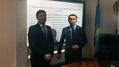 Alex Skubenko, Cropio Managing Director, EMEA region, and Asylzhan Mamytbekov, the Minister of Agriculture of Kazakhstan, are discussing the platform specification.  (Photo: Business Wire)