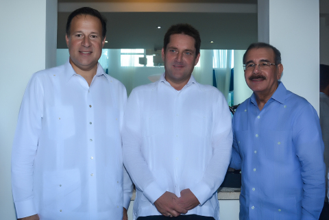 From left: Panama President Juan Carlos Varela, Lifestyle President Markus Wischenbart and Dominican Republic President Danilo Medina. (Photo: Business Wire)