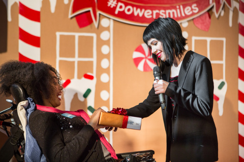 "Carly Rae Jepsen kicks off the Duracell ""Powering Holiday Smiles"" program in support of Children's Miracle Network by handing out toys and the Duracell batteries that power them at The Hospital for Sick Children (SickKids) in Toronto. (Photo: Business Wire)"