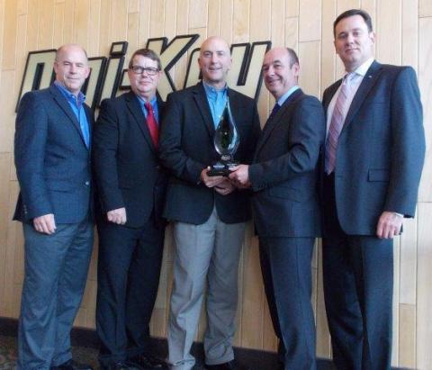 Harwin presents Digi-Key with the Global Distributor of the Year Award (Photo: Business Wire).