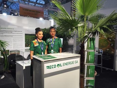 """Stand Eco Oil Energie à l'exposition """"Solutions COP21"""" du Grand Palais de Paris. (Photo: Business Wi ..."""