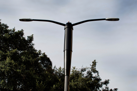 Phillips and City of San Jose partner to deploy Philips SmartPoles combining energy efficient LED street lighting with wireless broadband technology from Ericsson (Photo: Business Wire)