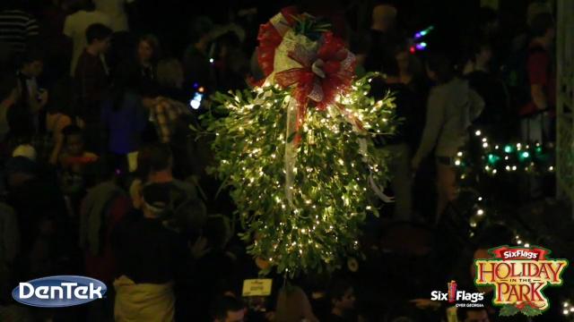 (Twitter Video - 30 Seconds) @SFOverGeorgia sets the #GUINNESSWORLDRECORDS title for Most Couples Kissing Under the Mistletoe. #HolidayInThePark #NothingMerrier @DenTek