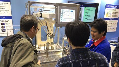 """可以""""直接学会""""(Direct Teaching)熟练技工的动作和技能的并联连杆机器人(照片:美国商业资讯)"""
