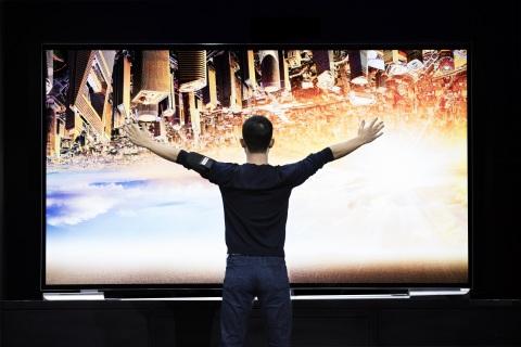 "CES: LETV brings Super TV uMax 120 120"" 4K LCD TV to CES"