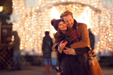 Habitudes des couples à Noël (Photo: Business Wire)