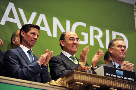 Ignacio Galán, Executive Chairman of Iberdrola and AVANGRID Board Chair, rings the opening bell at the NYSE. (Photo: Business Wire)
