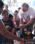 Greg Creed, Chief Executive Officer of Yum! Brands, served food to children in a community in Jinotega, Nicaragua, earlier this fall. Creed and a team of Yum! employees were on a humanitarian trip in Nicaragua as part of the Company's Feed the World Ambassador Program. The new employee leadership program is part of the Company's global World Hunger Relief effort that raises awareness, volunteerism and funds for the United Nations World Food Programme and others. Visit www.HungertoHope.com to learn more. (Photo: Business Wire)