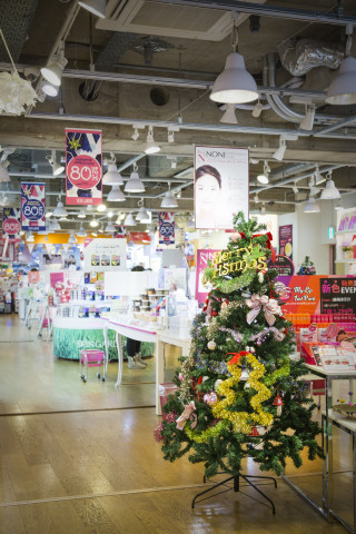 Skin Garden, a K-beauty select shop, held End of the Year 2015 Events for Customers Purchasing Korean Cosmetics. (Photo: Business Wire)