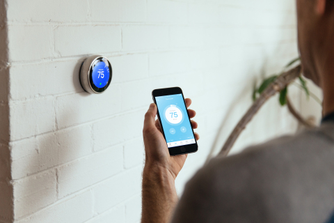Using Nest in a Vivint smart home (Photo: Business Wire)